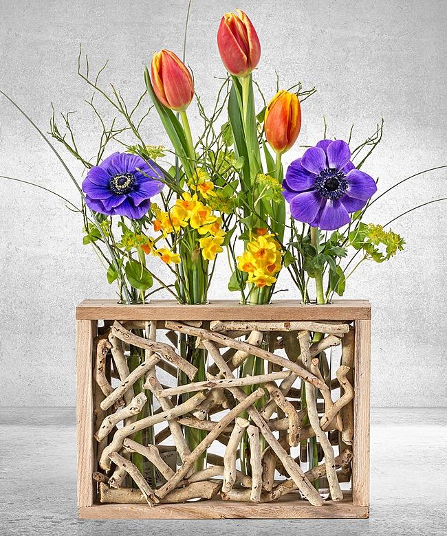 4er holz vasen set mit schnittblumen arrangement bunt und pralinen herzen jetzt bestellen bei. Black Bedroom Furniture Sets. Home Design Ideas