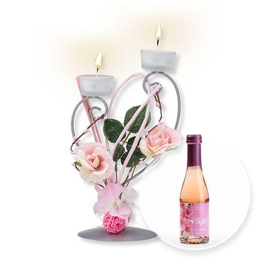 Teelichthalter mit rosafarbener Blumen-Deko und Kirschblüten-Secco